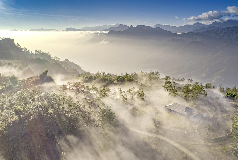 Sa Pa huyền ảo dưới làn mây trắng - Ảnh 1.