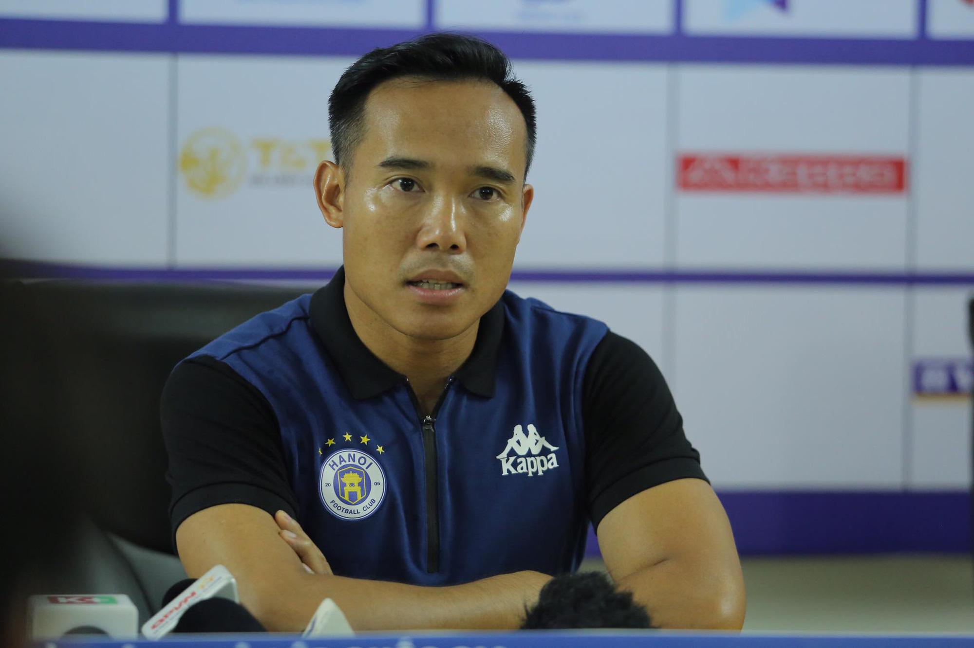 """Thắng Đồng Tháp như lấy đồ trong túi, """"Phó tướng"""" Hà Nội FC nói lý do Văn Quyết ngồi ngoài - Ảnh 1."""