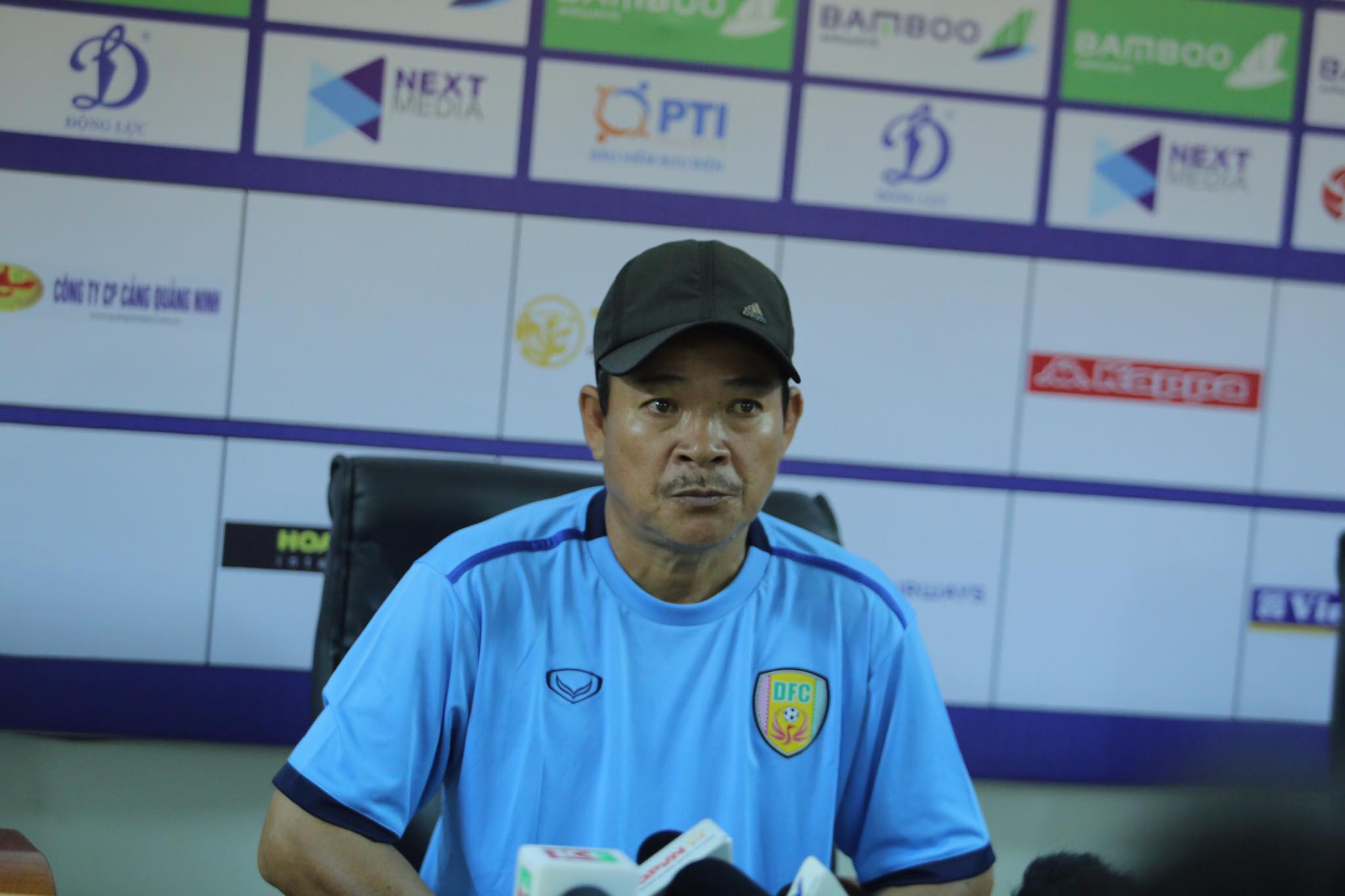 HLV Trang Văn Thành thừa nhận Đồng Tháp bị hụt hơi trước Hà Nội FC. Ảnh: Cao Oanh