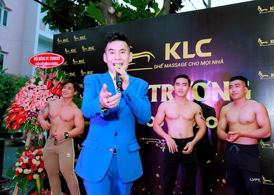 Phi Thanh Vân được dàn trai 6 múi vây quanh trong sự kiện - Ảnh 7.