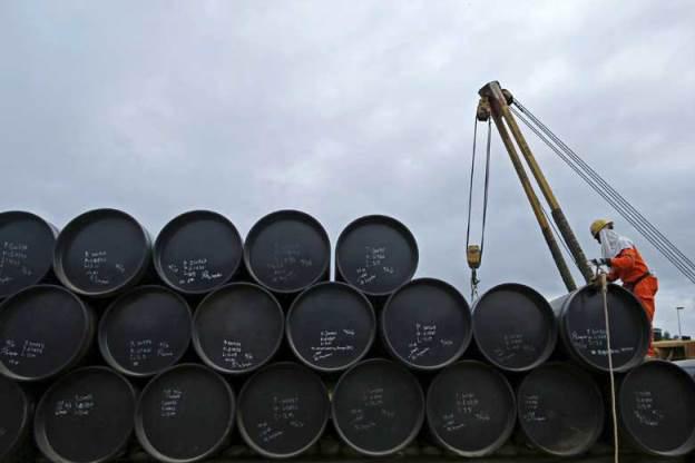 """Giá dầu thế giới liên tục giảm: """"Săn"""" cổ phiếu nào và né cổ phiếu nào? - Ảnh 1."""