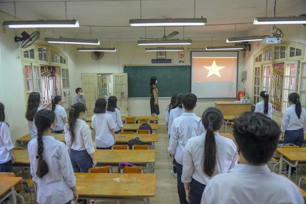 Học sinh Hà Nội háo hức trở lại trường sau kỳ nghỉ do dịch bệnh Covid-19 - Ảnh 11.