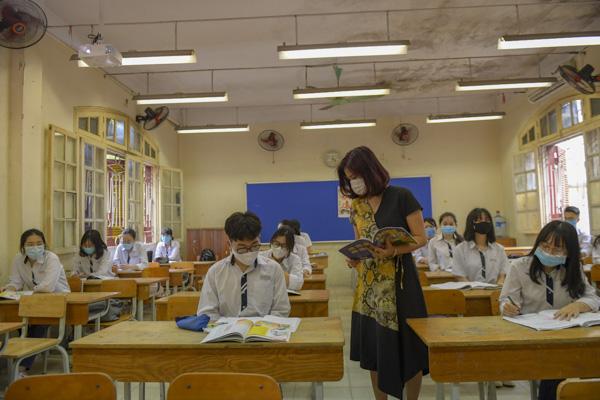 Học sinh Hà Nội háo hức trở lại trường sau kỳ nghỉ do dịch bệnh Covid-19 - Ảnh 10.