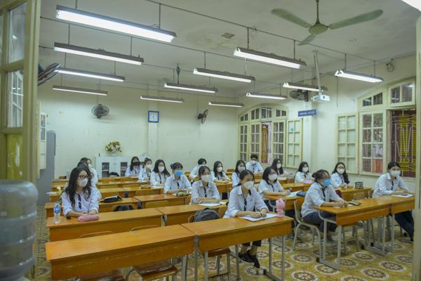 Học sinh Hà Nội háo hức trở lại trường sau kỳ nghỉ do dịch bệnh Covid-19 - Ảnh 9.