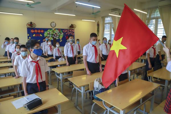 Học sinh Hà Nội háo hức trở lại trường sau kỳ nghỉ do dịch bệnh Covid-19 - Ảnh 6.
