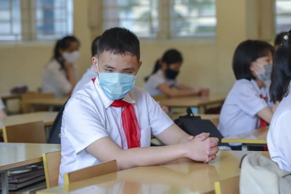 Học sinh Hà Nội háo hức trở lại trường sau kỳ nghỉ do dịch bệnh Covid-19 - Ảnh 8.