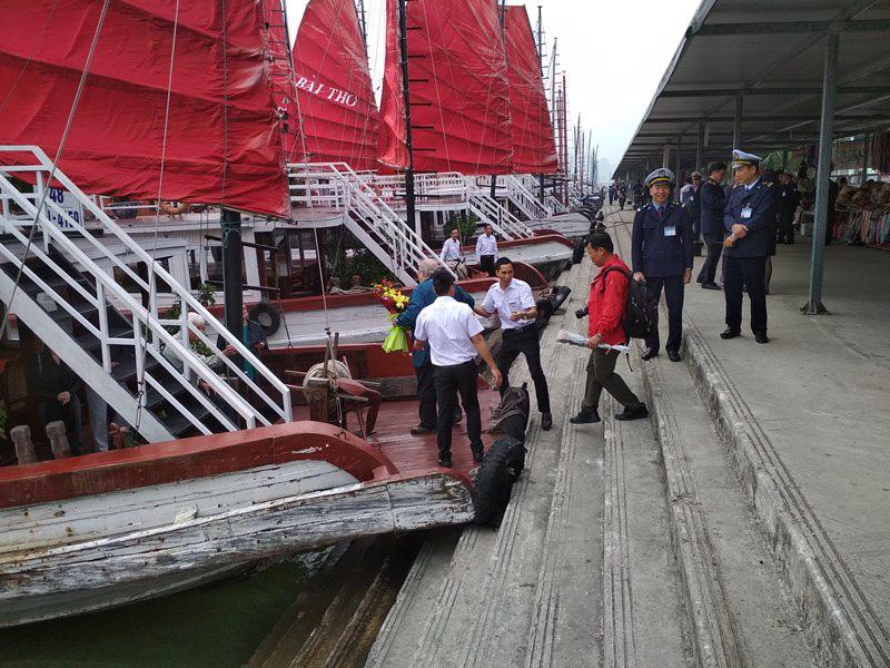 Du khách còn phải chờ đến 15/5 mới được miễn phí tham quan vịnh Hạ Long - Ảnh 2.