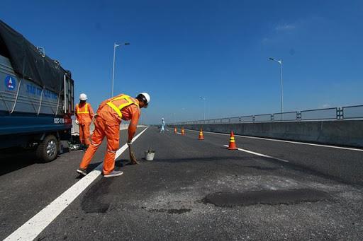 Bộ GTVT lập tổ giám định hư hỏng tại cao tốc Đà Nẵng - Quảng Ngãi - Ảnh 2.