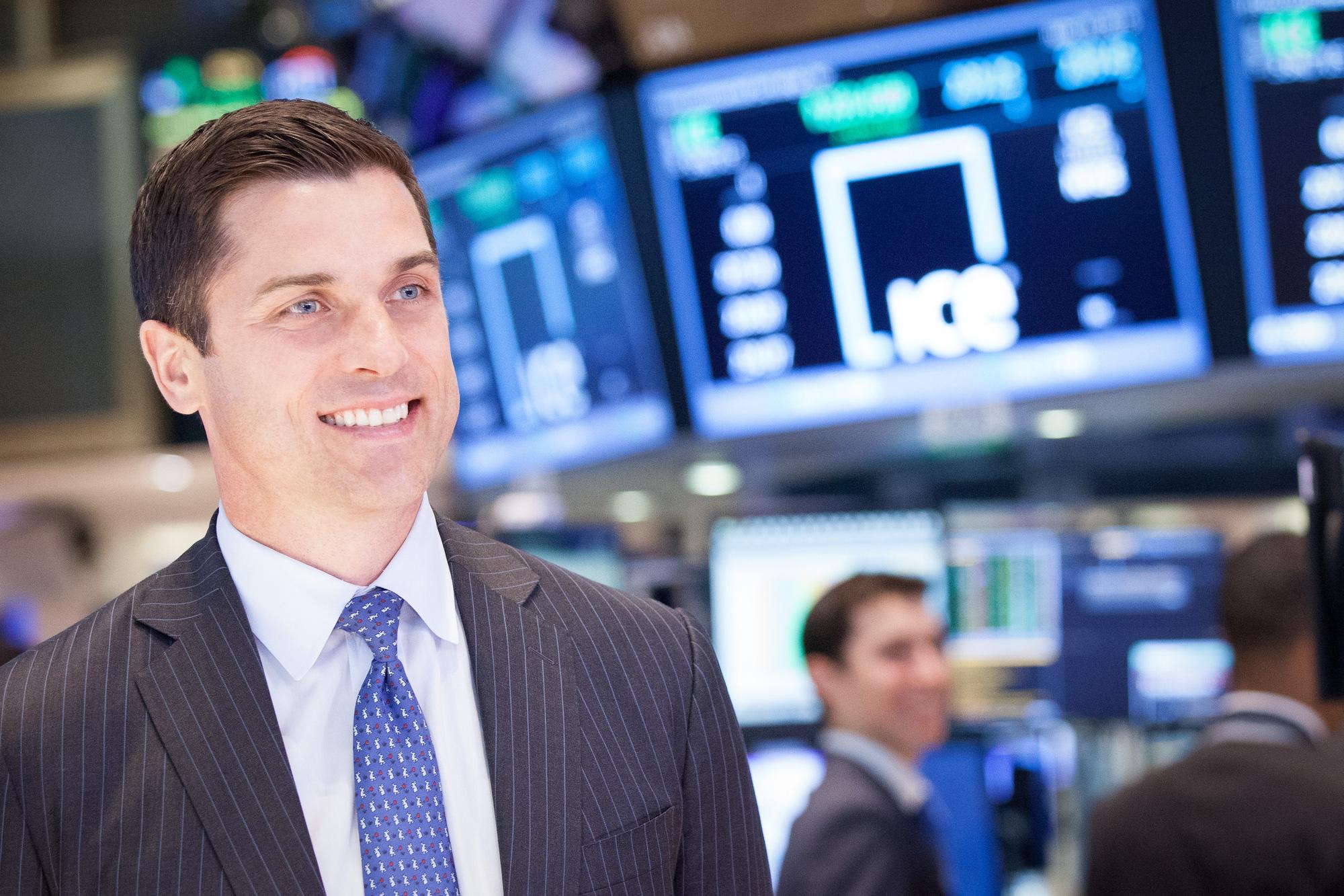 Chứng khoán Mỹ khởi sắc trong phiên giao dịch đầu tuần, Dow Jones tăng 410 điểm - Ảnh 1.