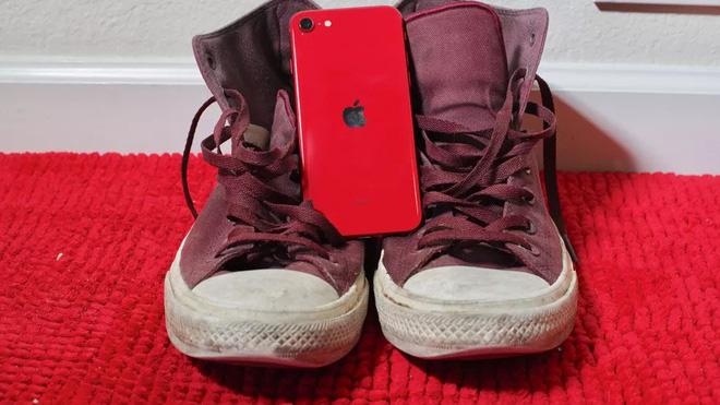 Apple 'thất hứa' với người hâm mộ iPhone SE vì xu thế chung - Ảnh 2.
