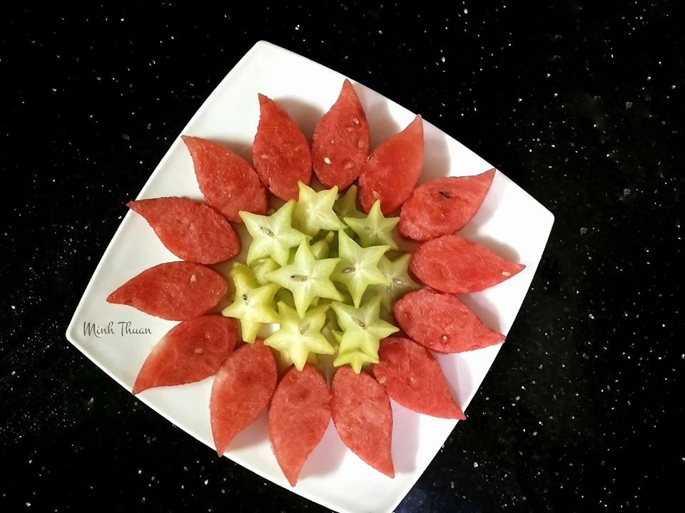 """Mê tít những đĩa hoa quả """"hoa lá cành"""" của nữ giảng viên Đại học - Ảnh 1."""