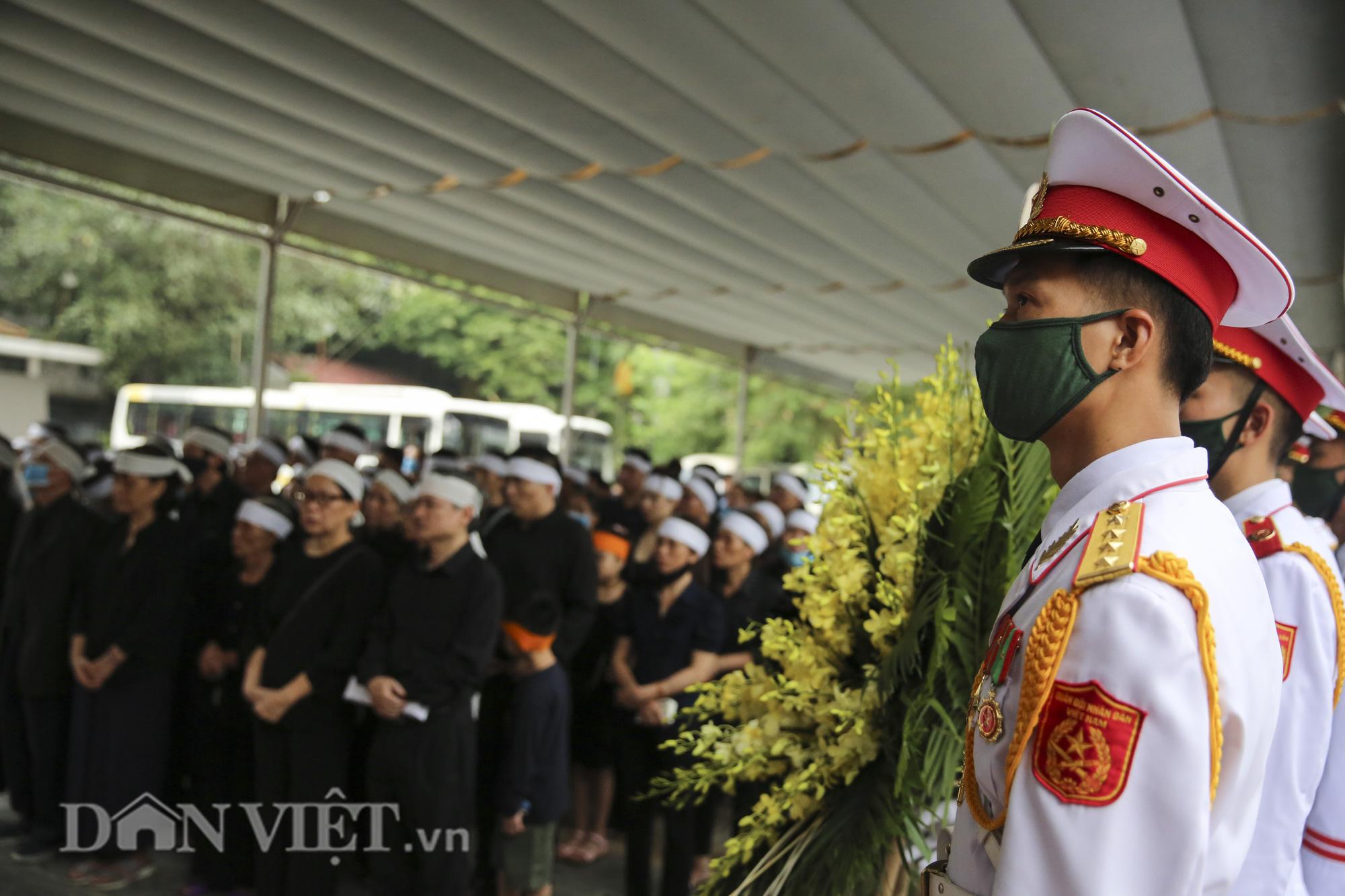 Thủ tướng đến viếng, tiễn đưa đồng chí Nguyễn Đình Hương - Ảnh 1.