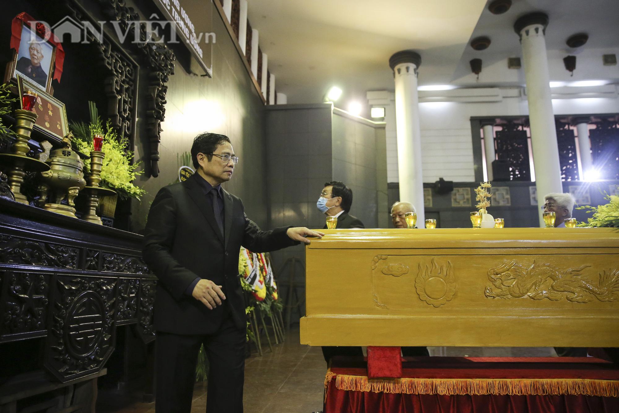 Thủ tướng đến viếng, tiễn đưa đồng chí Nguyễn Đình Hương - Ảnh 9.