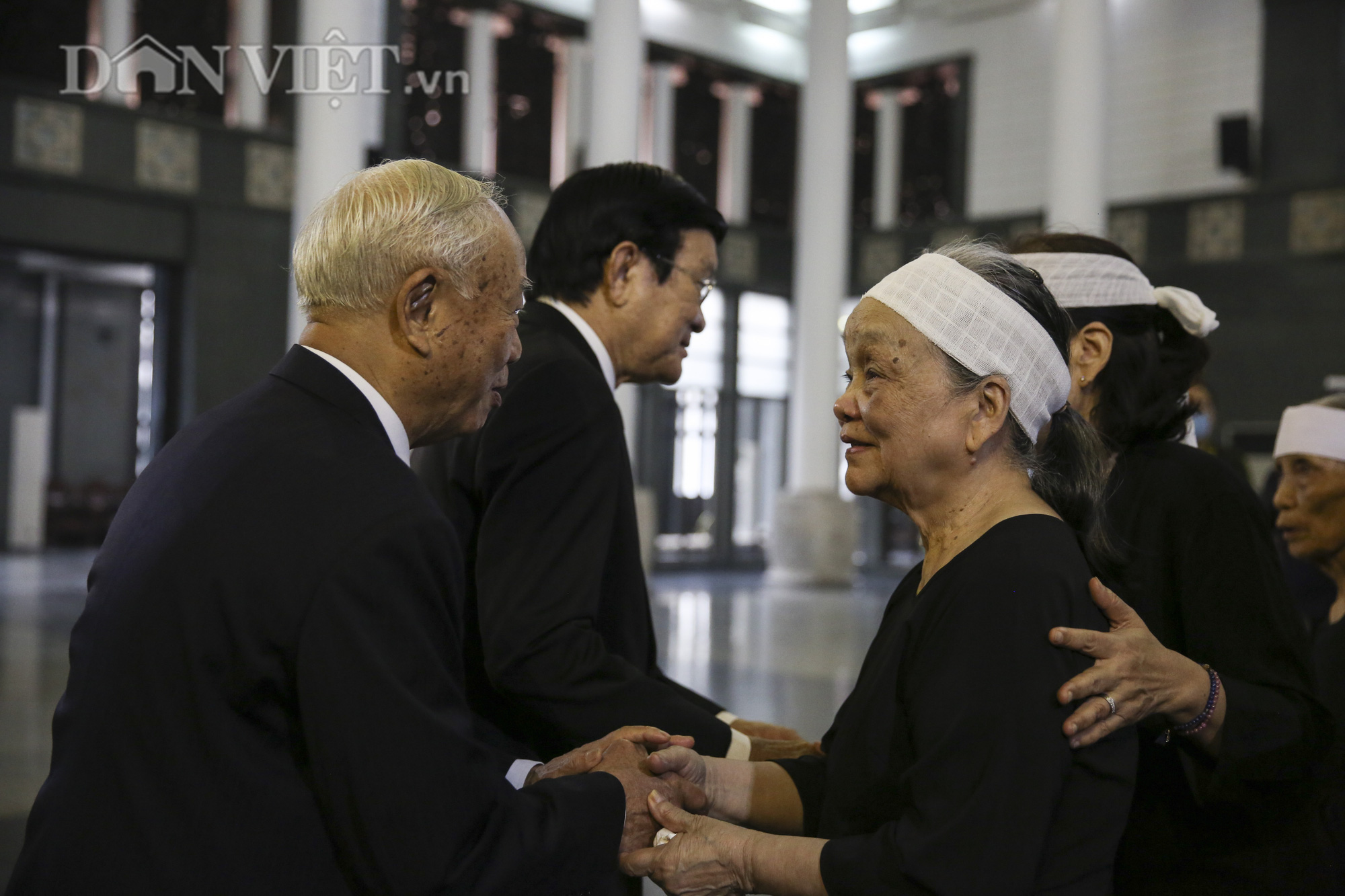 Thủ tướng đến viếng, tiễn đưa đồng chí Nguyễn Đình Hương - Ảnh 11.