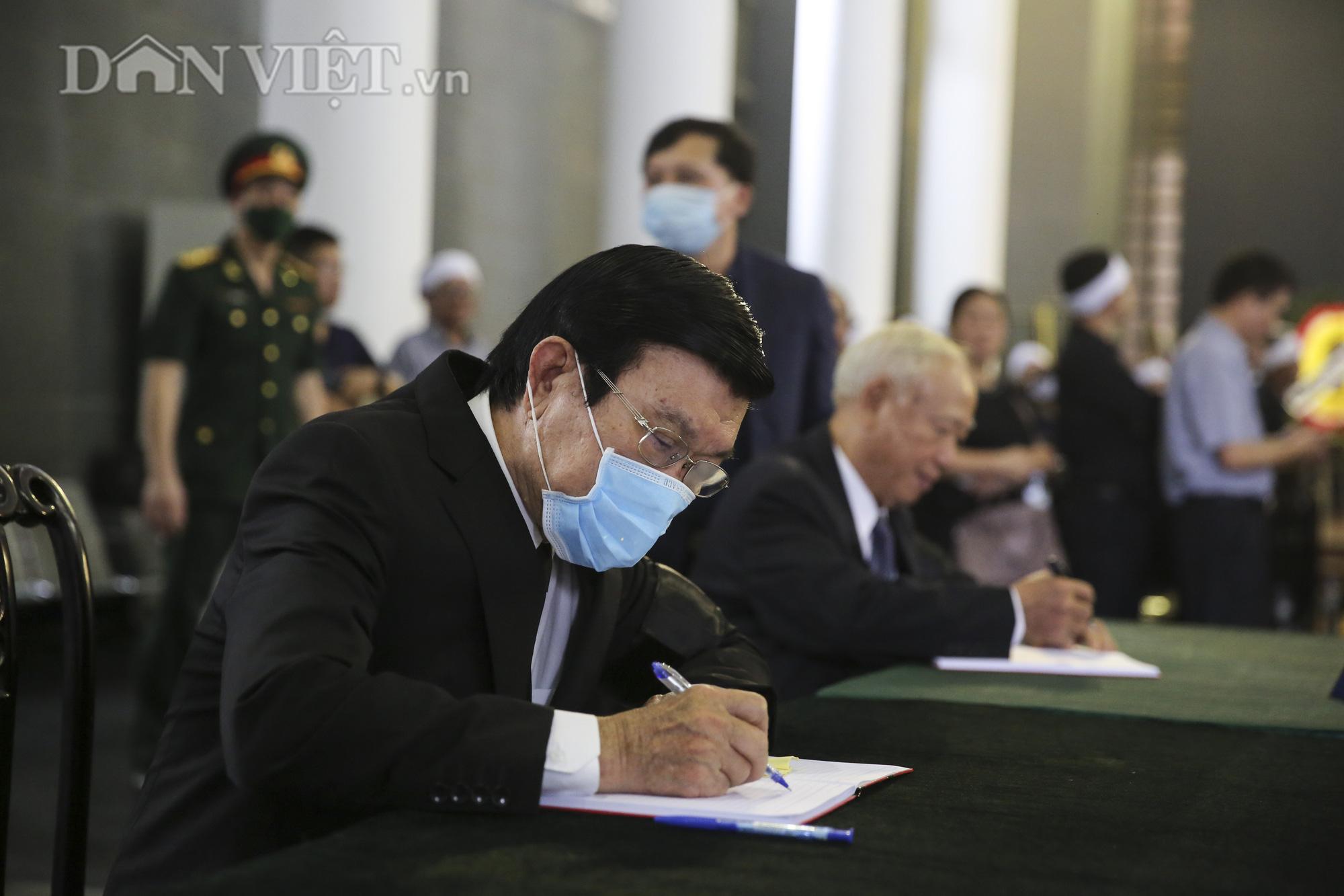 Thủ tướng đến viếng, tiễn đưa đồng chí Nguyễn Đình Hương - Ảnh 12.