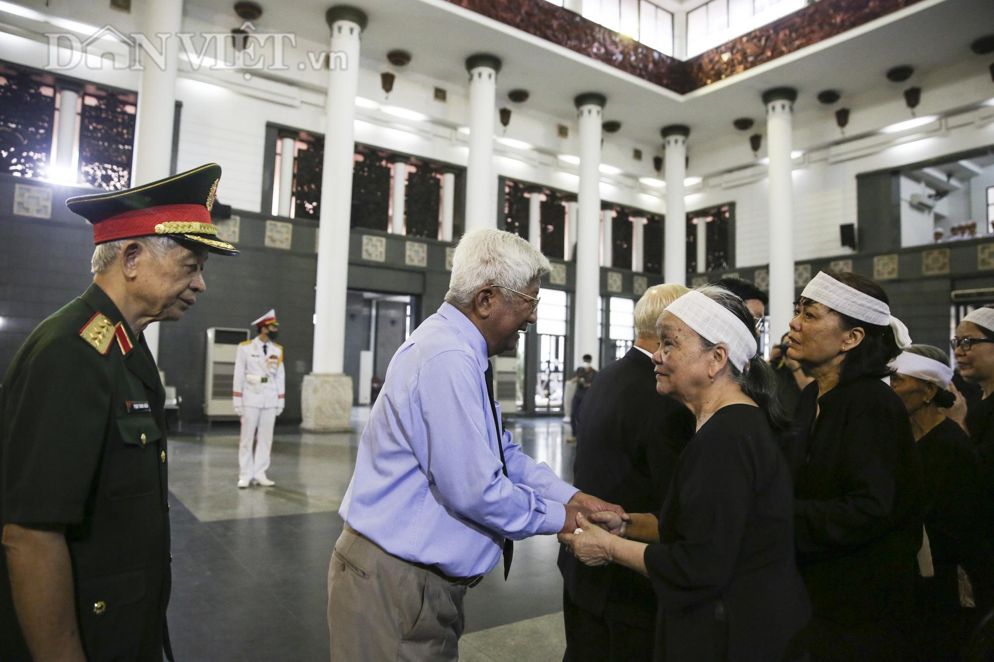 Thủ tướng đến viếng, tiễn đưa đồng chí Nguyễn Đình Hương - Ảnh 14.