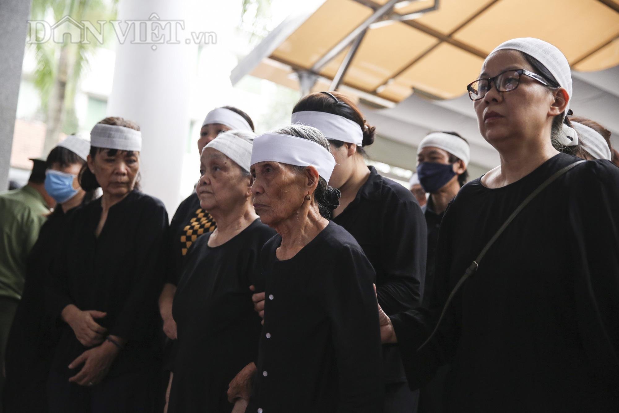 Thủ tướng đến viếng, tiễn đưa đồng chí Nguyễn Đình Hương - Ảnh 2.