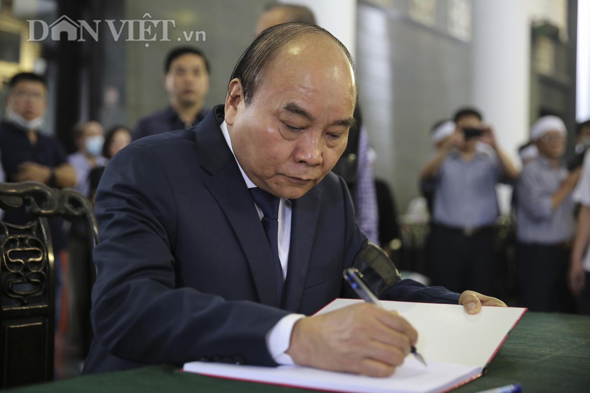Thủ tướng đến viếng, tiễn đưa đồng chí Nguyễn Đình Hương - Ảnh 6.