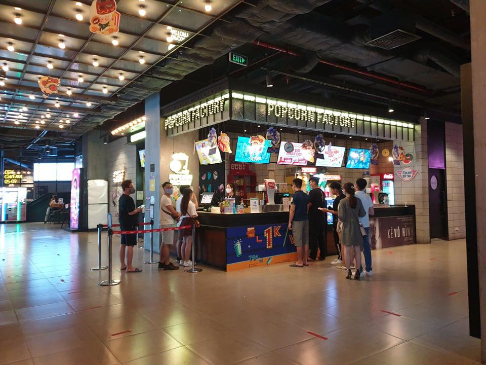 Hình ảnh tại CGV ngày đầu tiên mở cửa - Ảnh 1.
