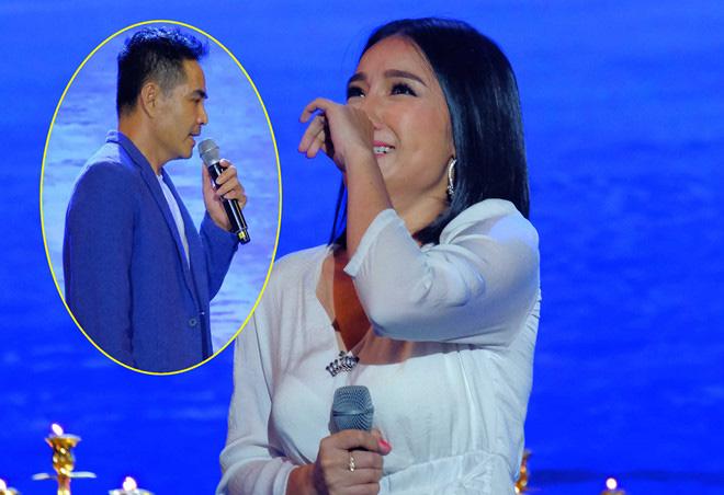 """Trung Dũng bất ngờ hôn MC Cát Tường trong khi hát khiến khán giả """"đứng hình"""" - Ảnh 3."""