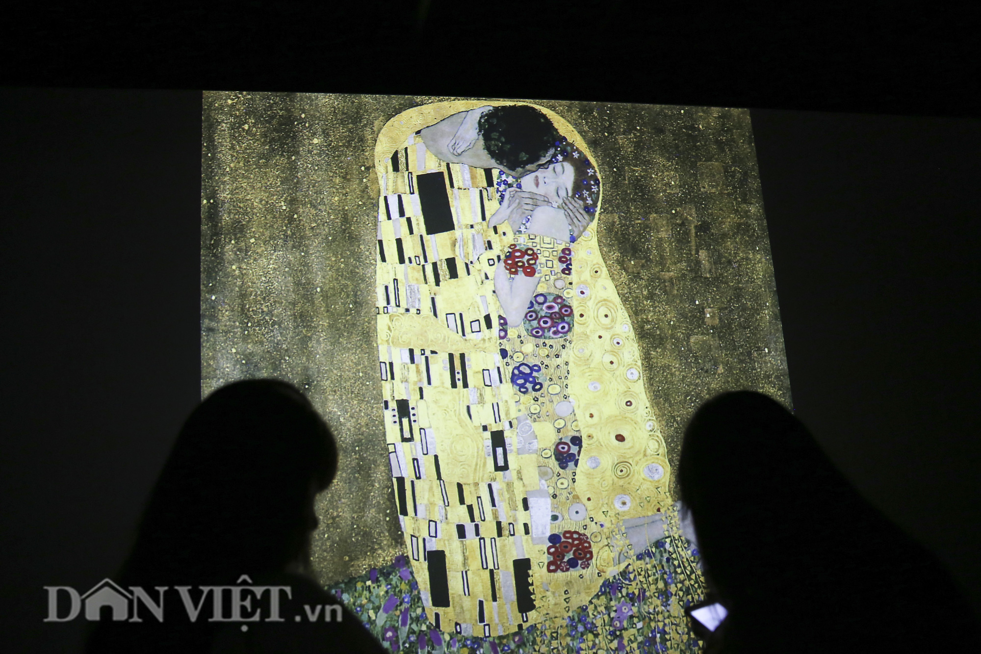 Chiêm ngưỡng những kiệt tác hội họa trăm năm, giá trăm triệu USD tại Hà Nội - Ảnh 10.
