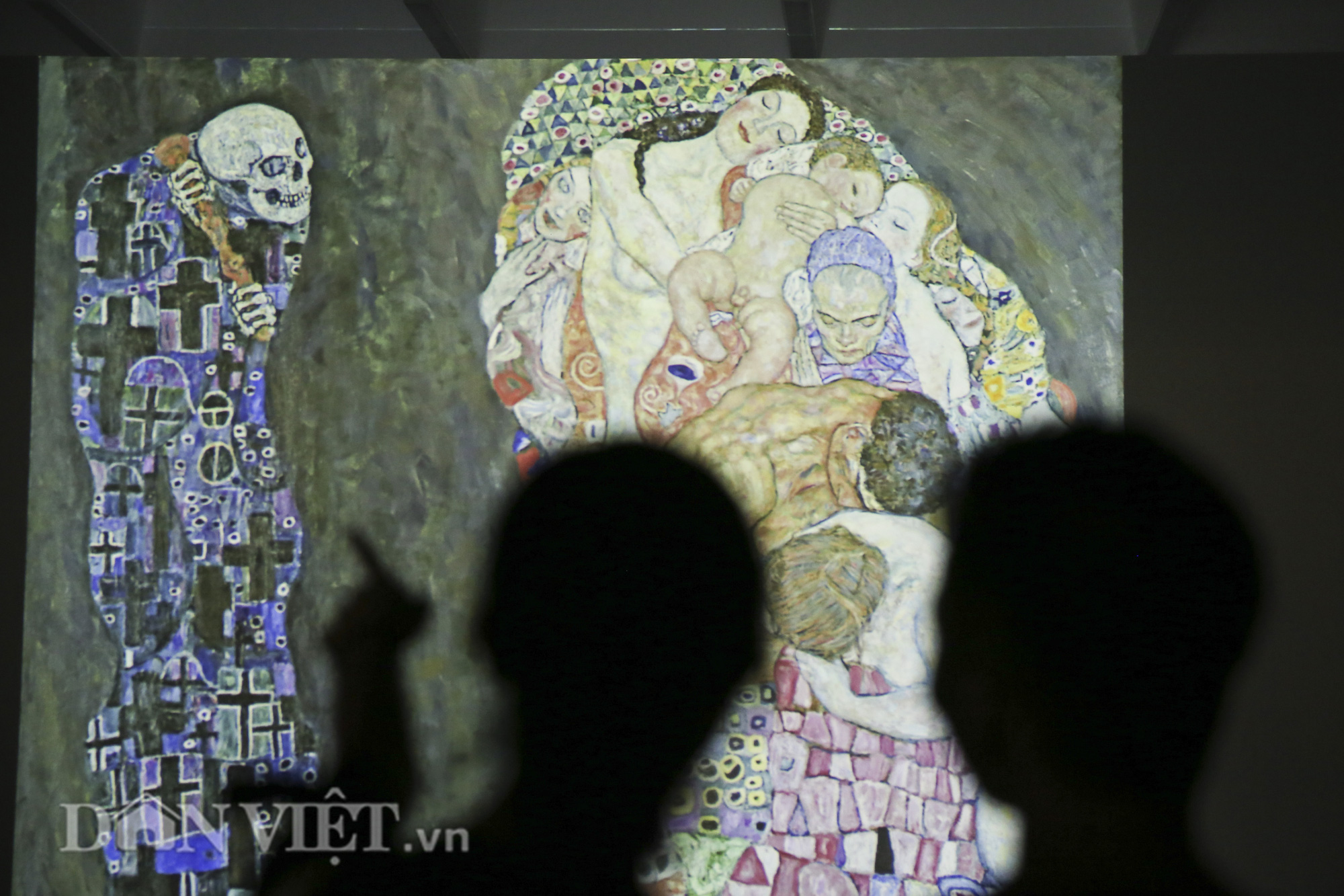 Chiêm ngưỡng những kiệt tác hội họa trăm năm, giá trăm triệu USD tại Hà Nội - Ảnh 4.