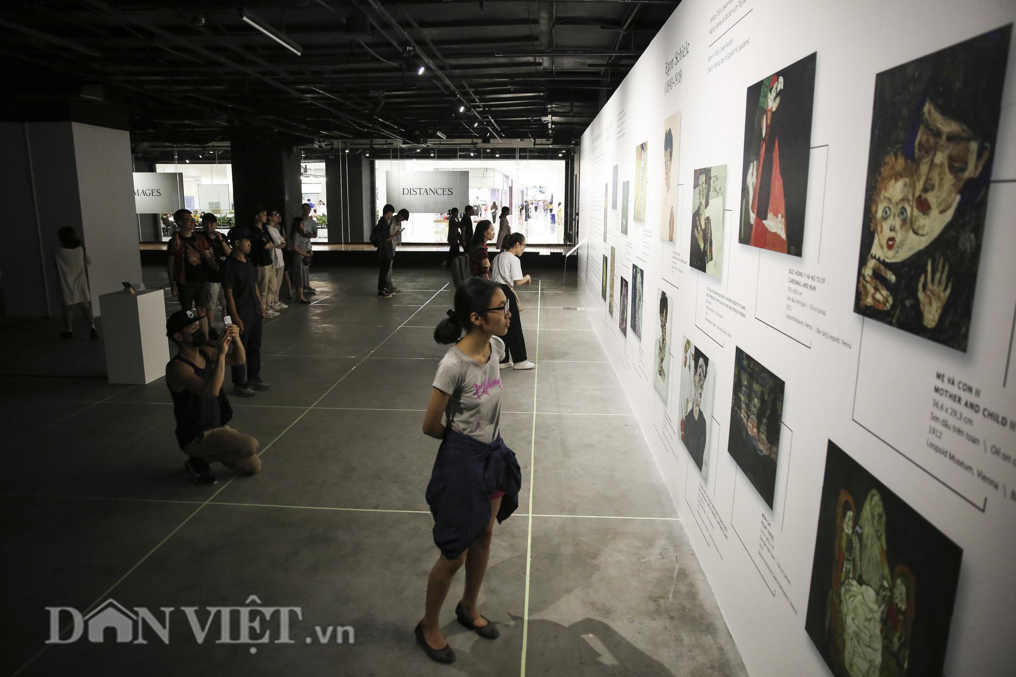 Chiêm ngưỡng những kiệt tác hội họa trăm năm, giá trăm triệu USD tại Hà Nội - Ảnh 5.