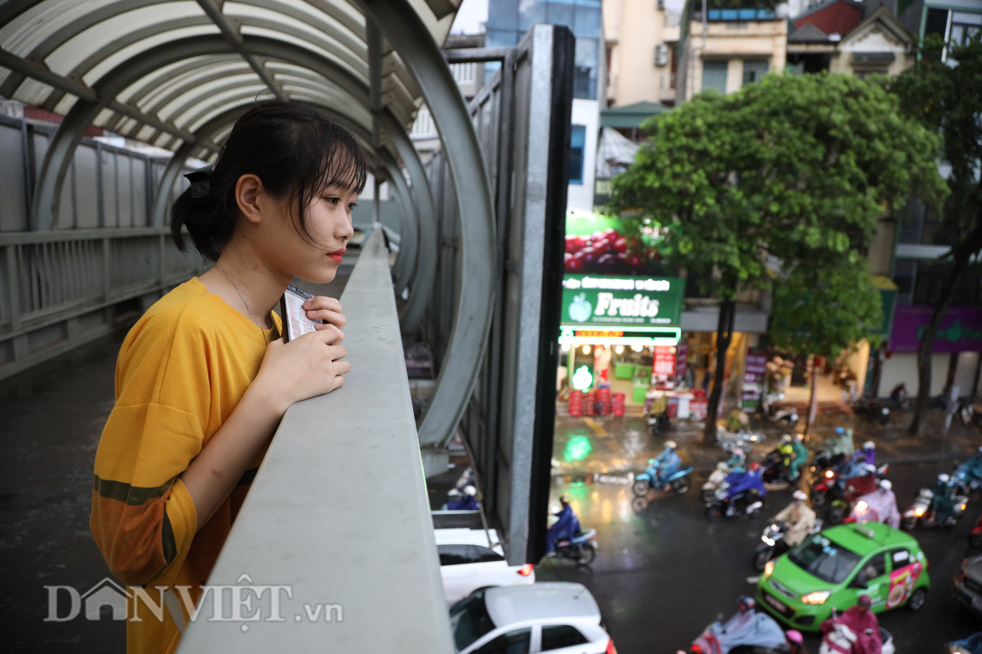Hà Nội giảm 10 độ sau cơn mưa vàng - Ảnh 10.
