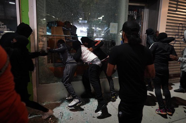 Biểu tình, bạo loạn ở Mỹ và vòng luẩn quẩn... - Ảnh 1.
