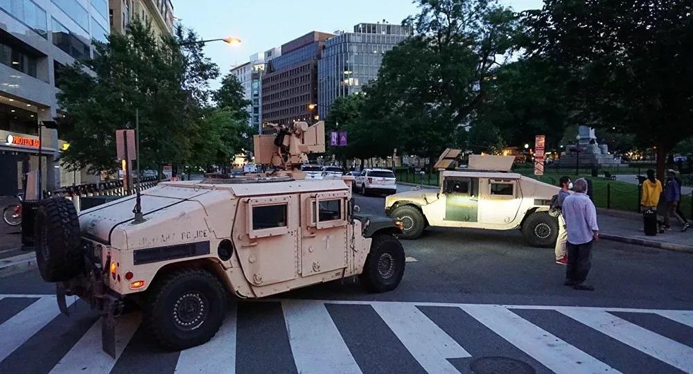 Bạo loạn ở Mỹ: Vệ binh quốc gia nhiễm Covid-19 từ người biểu tình - Ảnh 1.