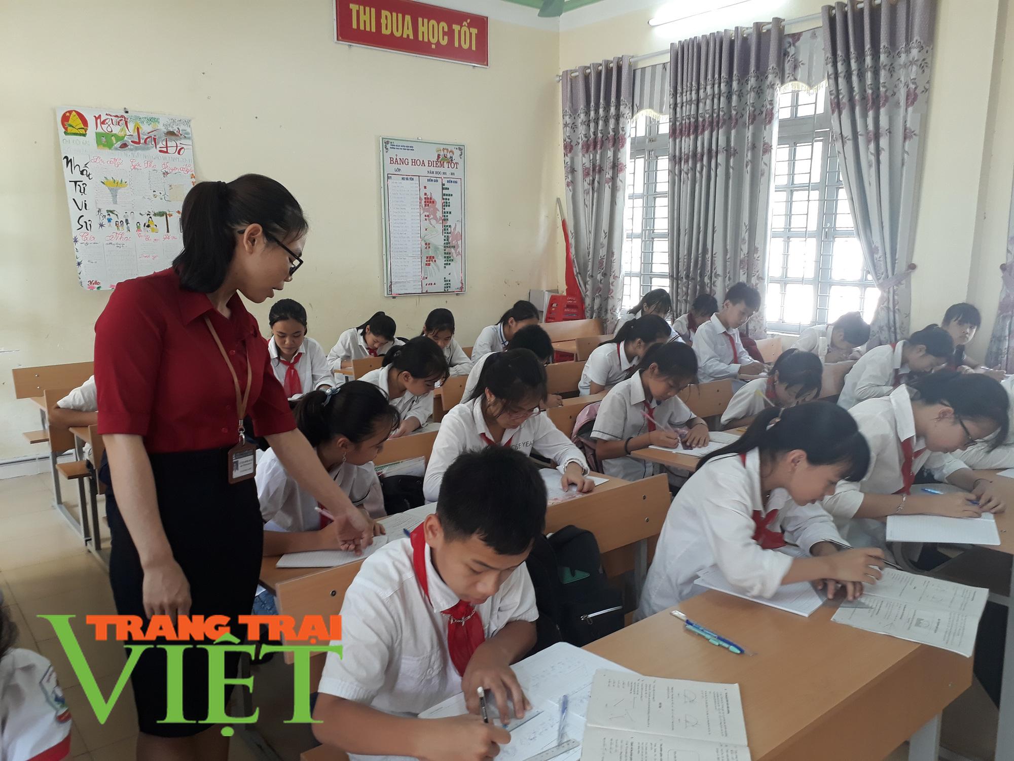 Nhiều giải pháp nâng cao chất lượng giáo dục ở Nậm Nhùn   - Ảnh 1.