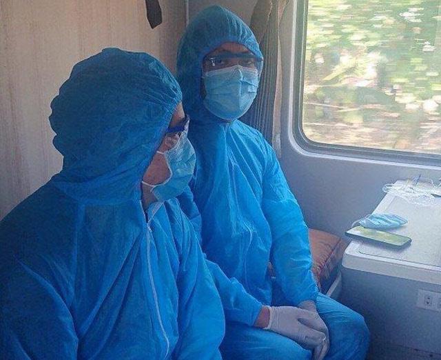 Tỷ phú Trần Đình Long lại thuê nguyên đoàn tàu lửa chở chuyên gia về KKT Dung Quất - Ảnh 1.
