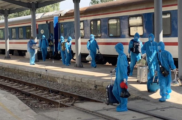 Tỷ phú Trần Đình Long lại thuê nguyên đoàn tàu lửa chở chuyên gia về KKT Dung Quất - Ảnh 2.