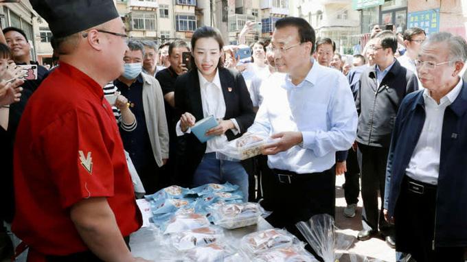 Tranh cãi về 'nền kinh tế hàng rong' của Trung Quốc - Ảnh 1.