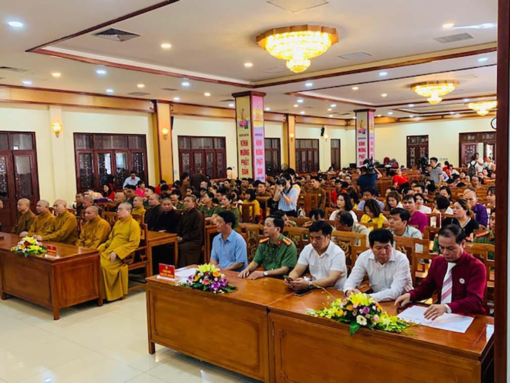 Hàng trăm Tăng, Ni, Phật tử tham gia ngày hội hiến máu cứu người  - Ảnh 1.