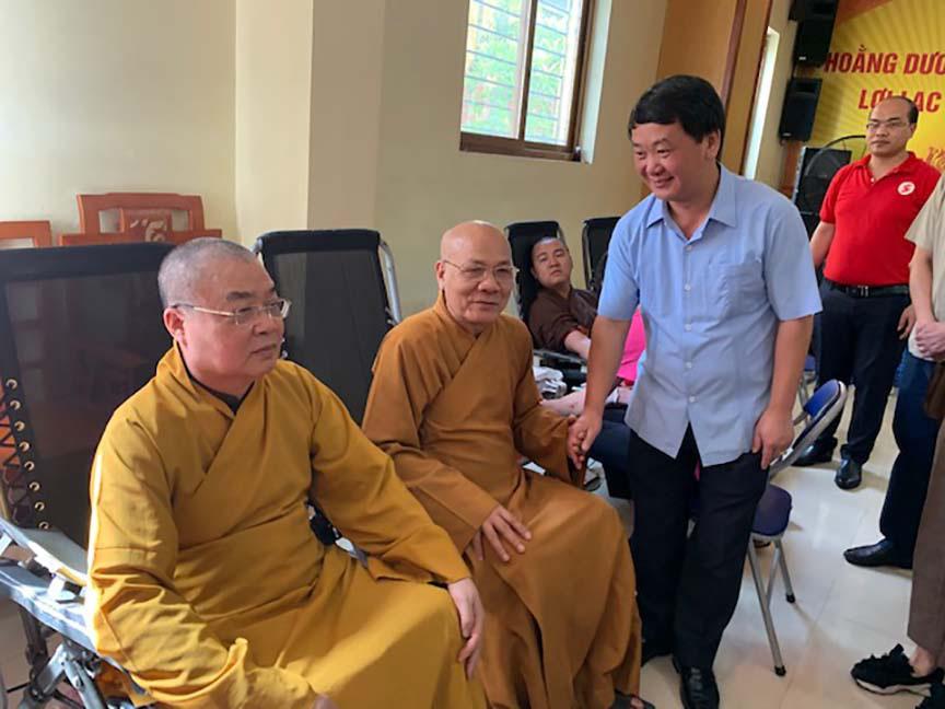 Hàng trăm Tăng, Ni, Phật tử tham gia ngày hội hiến máu cứu người  - Ảnh 4.