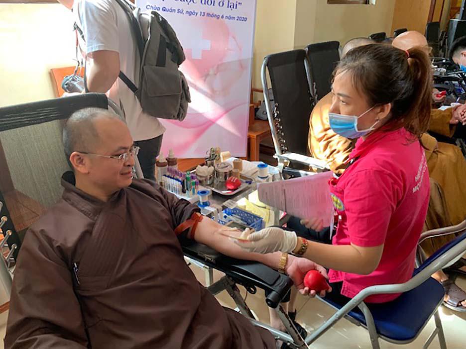 Hàng trăm Tăng, Ni, Phật tử tham gia ngày hội hiến máu cứu người  - Ảnh 5.