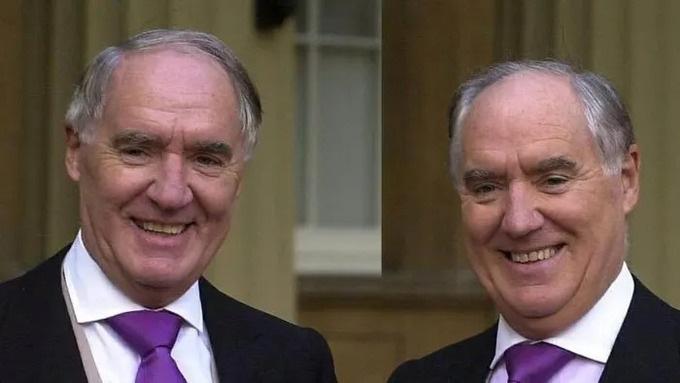 'Nội chiến' gia tộc cặp song sinh giàu nhất nước Anh - Ảnh 1.