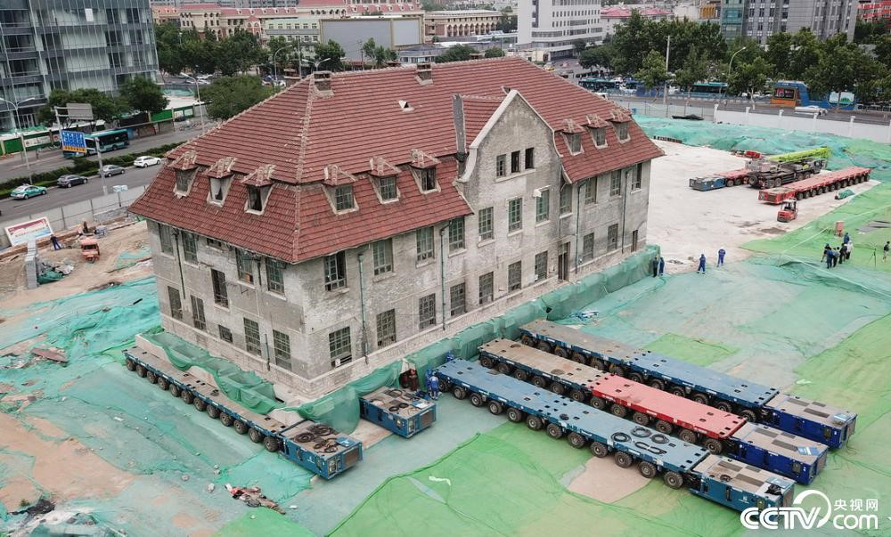 Chấn động toàn cảnh di chuyển tòa nhà 2600 tấn chỉ bằng xe lăn  - Ảnh 1.