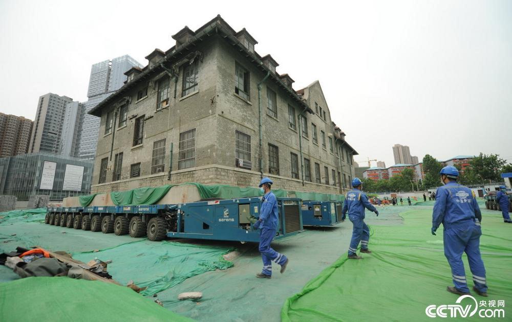 Chấn động toàn cảnh di chuyển tòa nhà 2600 tấn chỉ bằng xe lăn  - Ảnh 3.