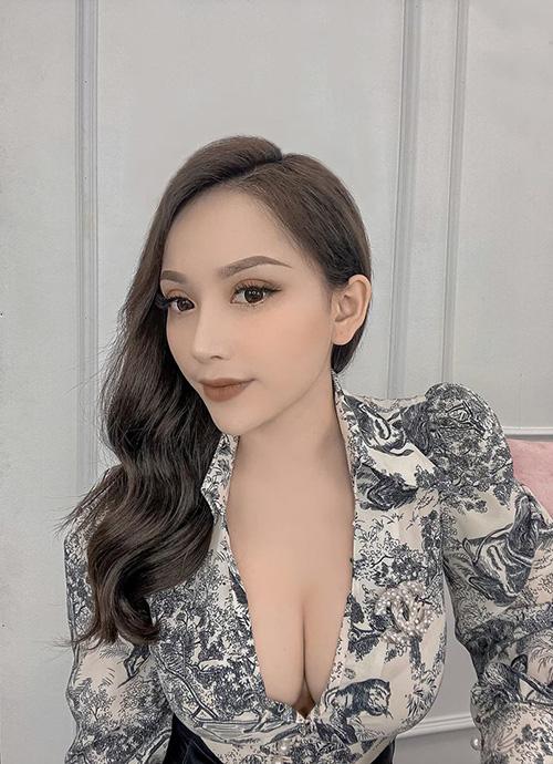"""Bạn gái Vũ Văn Thanh khiến fan """"xịt máu mũi"""" khi khoe vòng 1 căng tràn - Ảnh 1."""