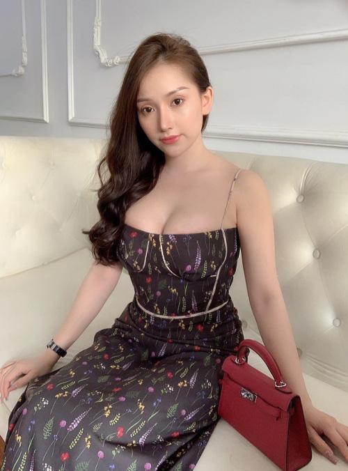 """Bạn gái Vũ Văn Thanh khiến fan """"xịt máu mũi"""" khi khoe vòng 1 căng tràn - Ảnh 3."""