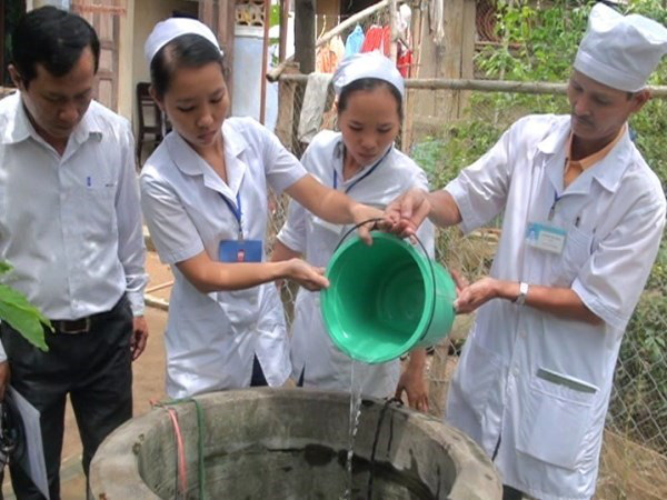 Khuyến cáo phòng ngộ độc thực phẩm mùa mưa bão - Ảnh 1.