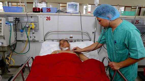 Huế: Cứu sống bệnh nhân nguy kịch do rơi từ tầng 5 xuống đất  - Ảnh 1.