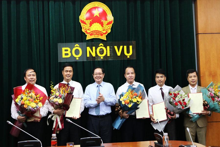 Bộ Nội vụ điều động, bổ nhiệm nhiều lãnh đạo chủ chốt - Ảnh 1.