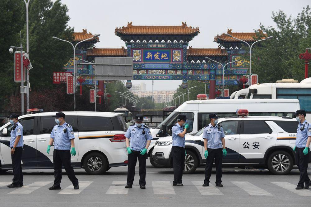 Bắc Kinh tái bùng dịch, nền kinh tế Trung Quốc ngấm đòn đau - Ảnh 1.