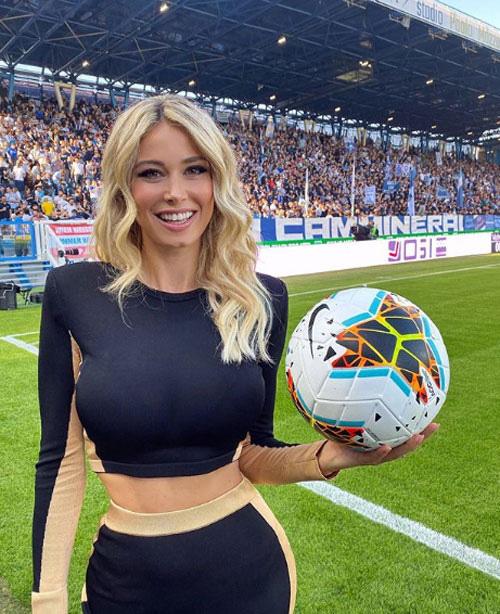 Nữ phóng viên gợi cảm nhất Italia khoe body tuyệt mỹ - Ảnh 4.