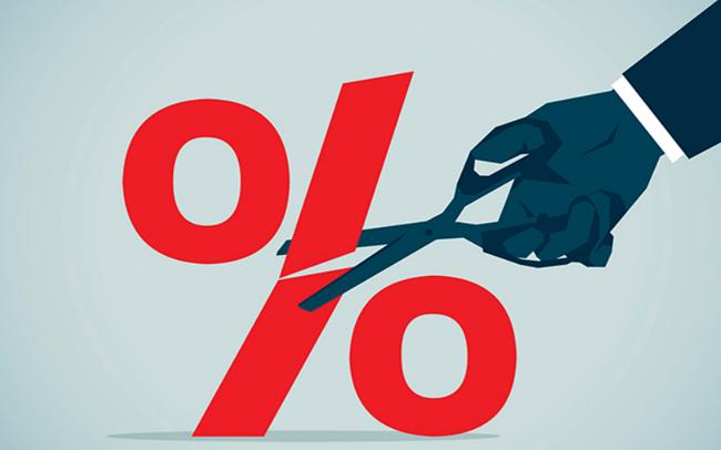 'Tiền đọng' nhiều tại ngân hàng, lãi suất huy động sẽ tiếp tục giảm? - Ảnh 2.