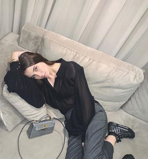 Được mẹ 'bật đèn xanh', nữ giám đốc trẻ nhất thế giới theo nghề mẫu Playboy? - Ảnh 5.