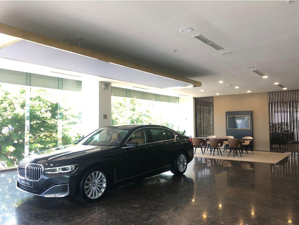Không gian trưng bày chuẩn quốc tế củashowroom BMW Đà Nẵng - Ảnh 2.